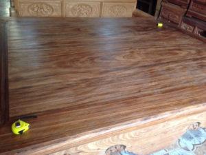 Sập gỗ ngồi kiểu trơn gỗ hương vân 3 bông